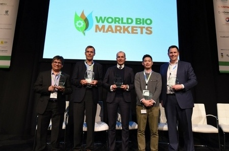 Who are the winners of the 2018 Bio-Based World News Awards?